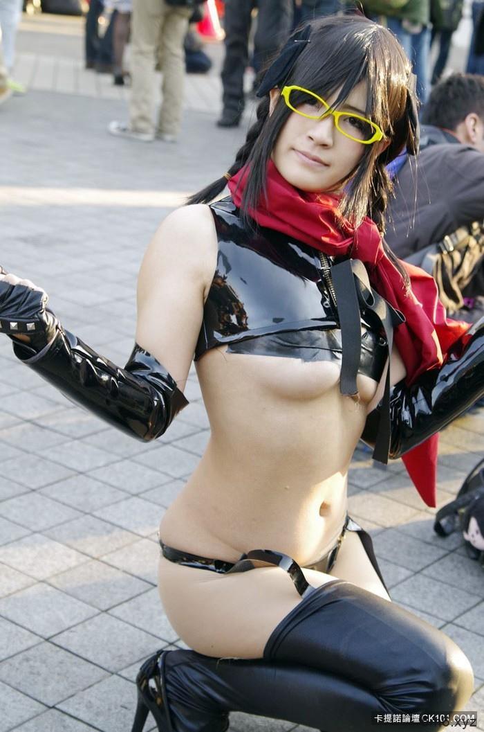扮成谁都已经不重要了 「露出度」是何物的日本Cosplay现场