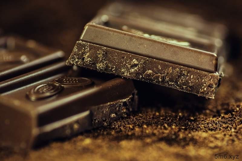 女大学生失恋KTV唱歌 收到巧克力遇到真爱
