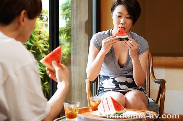 【博狗新闻】JUL-318 :欲求不满的妈妈濑户奈奈子张开双腿包容儿子肉棒⋯