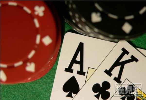 德州扑克牌局分析:用AK对抗一个强范围