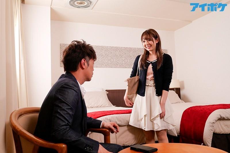 """IPX-488:无性生活的妻子回老家的时候,和对她有好感的部下""""奈美""""在酒店密会"""