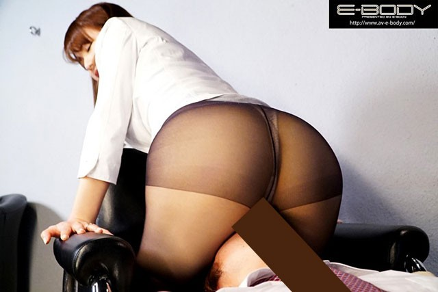 EYAN-061:超紧身裙!人妻的诱惑枕头销售