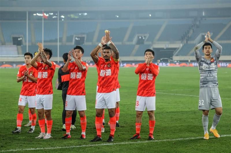 【博狗体育】沪媒:恒大提拔16岁球员强行抢戏 漂亮的广告宣传