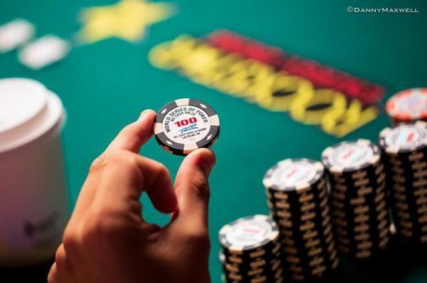 德州扑克攻击大盲位置的中筹码玩家