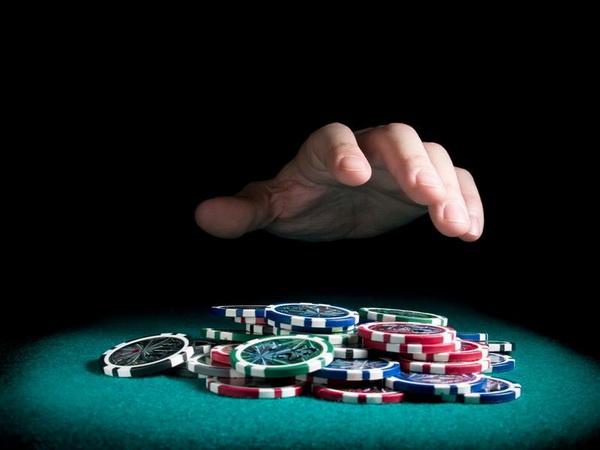 德州扑克让我们来谈谈牌桌上做决定的思维