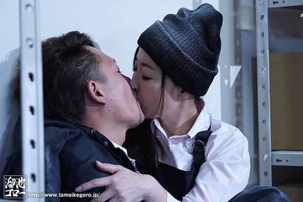 【博狗新闻】H奶人妻中野七绪开始肉体摩擦生热取暖享受最后的欢愉!