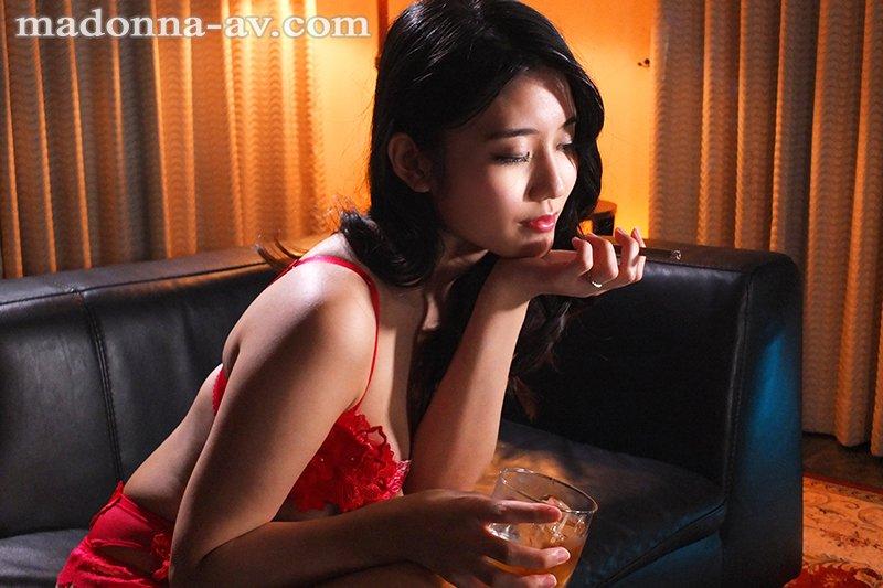 【博狗新闻】JUL-388:高级娼妇「神宫寺ナオ」 传说级「毒龙钻」把主人搞到欲仙欲死!