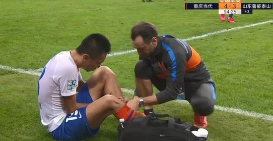 【博狗体育】张弛左腿胫骨骨折需静养两个月 等你康复满血归来