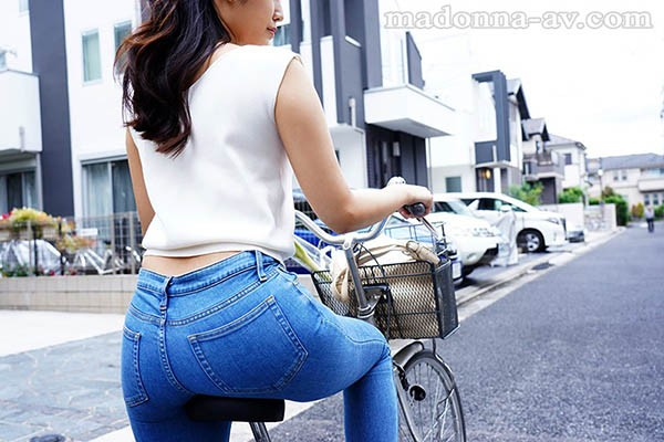好想成为太太的坐垫!美臀人妻「神宫寺ナオ」丰满美臀「颜面骑乘」太爽啦!