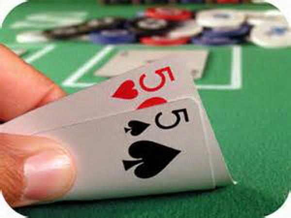 德州扑克小口袋对子如何游戏翻后?