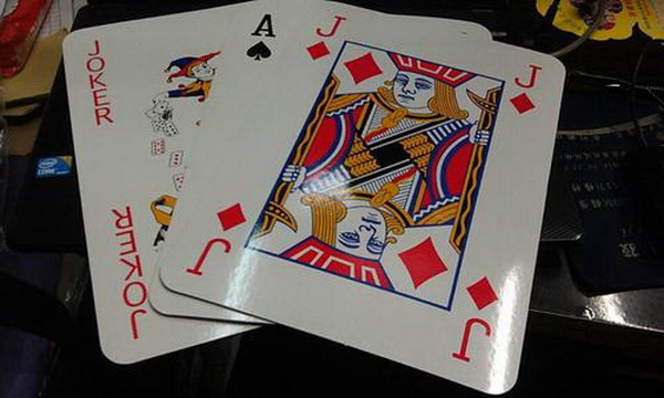 德州扑克诈唬游戏-1