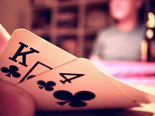 德州扑克用足够多的防守对抗3bet