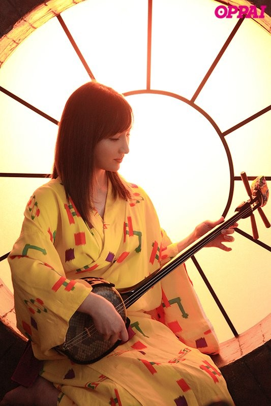 2月19日档最好新人!来自冲绳的H罩杯小麦色巨乳!楪カレン圆梦拍片糜语连发! …