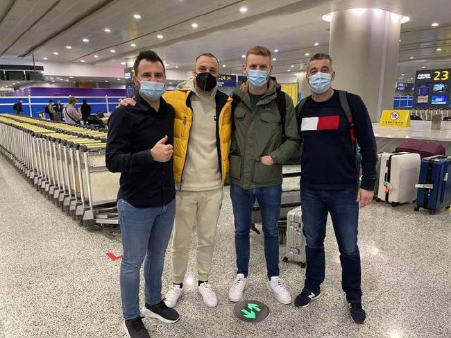 【博狗体育】来了!莱科团队和阿瑙抵达上海 隔离后正式亮相