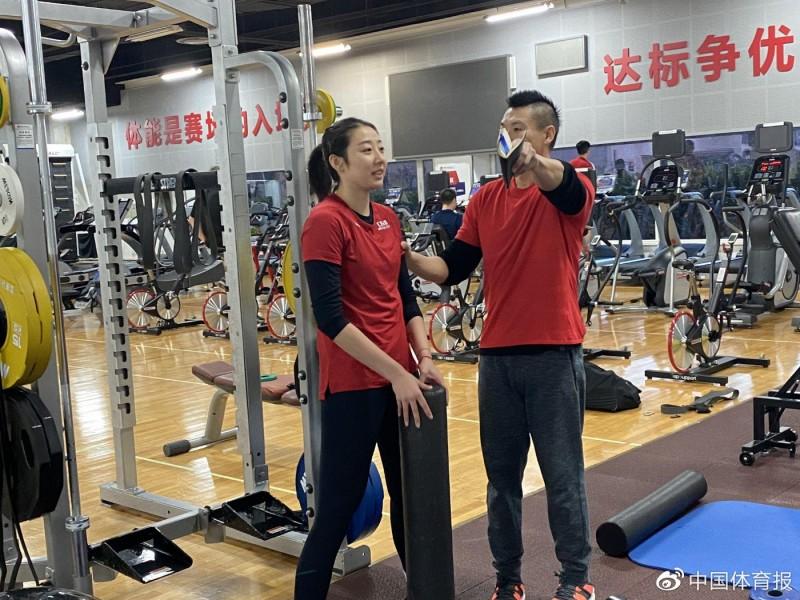 【博狗体育】中国女排展开冬训苦练体能 朱婷进行肌肉力量练习