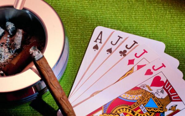 德州扑克如何游戏大对子和AK