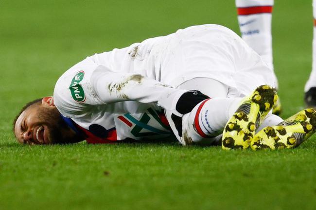 【博狗体育】巴黎慌了!内马尔受伤被换下 恐无缘对阵巴萨