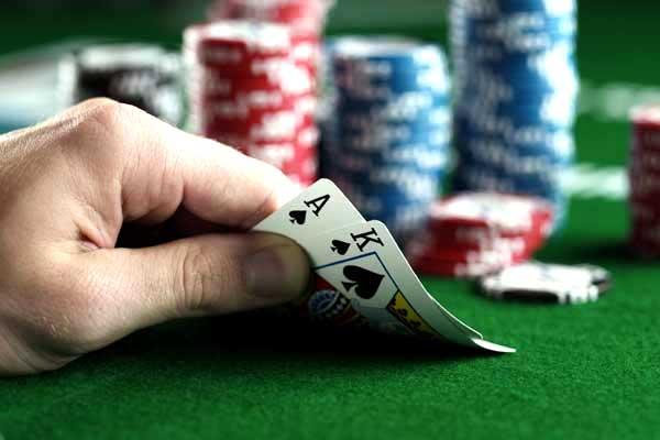 如何游戏限注德州扑克的河牌圈