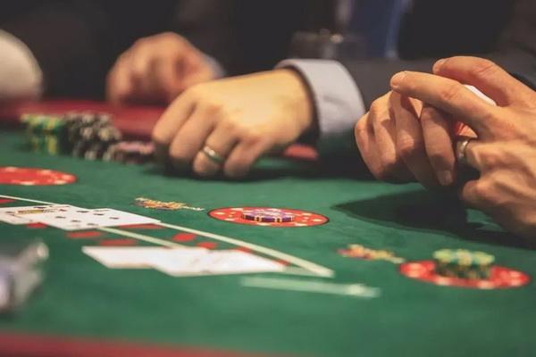 德州扑克中的顶对弱踢脚应该怎么打?