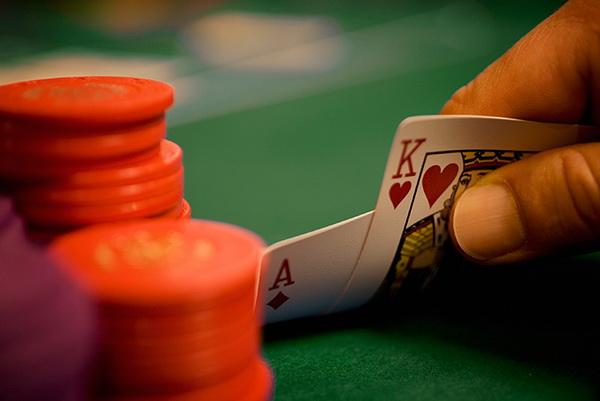 你具有职业德州扑克牌手所需要的那些技能吗?