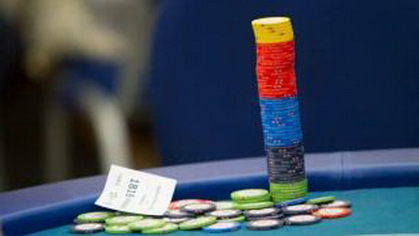 我刚开始打德州扑克牌时所犯的八个关键性错误