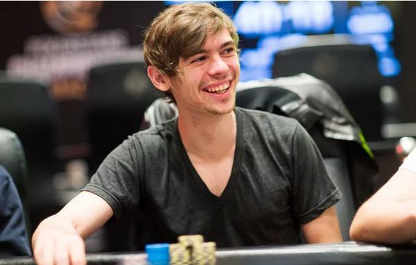 强调反思在德州扑克中的重要性