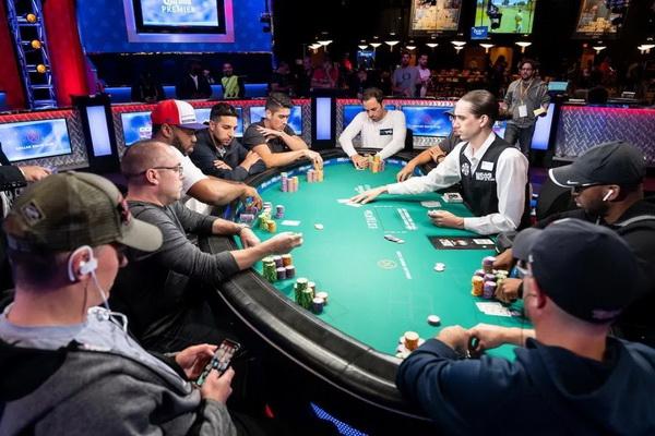 德州扑克学会这五招,手气不好没牌也能打好比赛