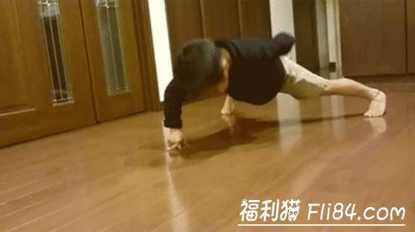 """7岁小男孩今井隆星""""全身肌肉炸裂""""!""""魔鬼训练""""过程曝光 堪称""""迷你版李小龙"""""""