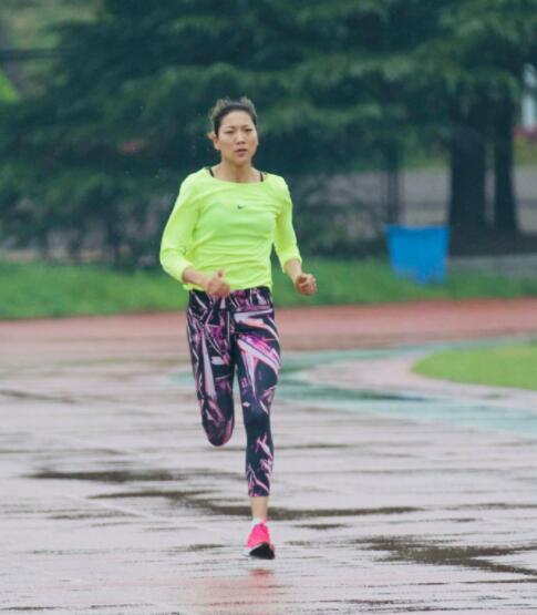 【博狗体育】罕见!中国女将参加男子1500米比赛 最终获得第三