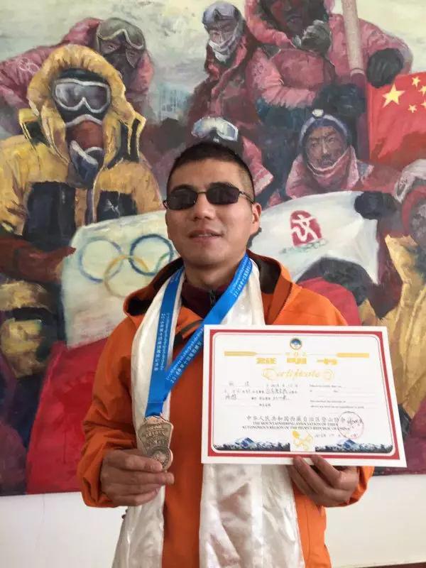 【博狗体育】中国盲人张洪成功登顶珠峰 亚洲第一人世界第二人