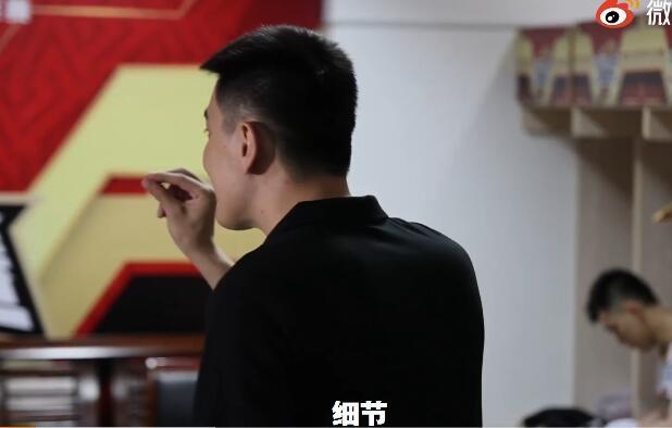 【博狗体育】杨鸣更衣室训话:吃好喝好睡好 最后一场玩命拼